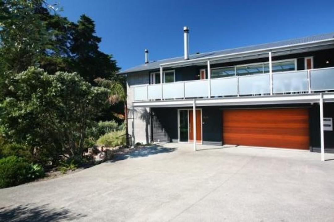 Photo of Amazing House - 2 beaches, Oneroa