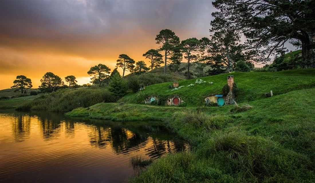 Photo of Hobbiton Movie Set & Rotorua's Geothermal Valley Tour Departing Auckland, Unsworth Heights